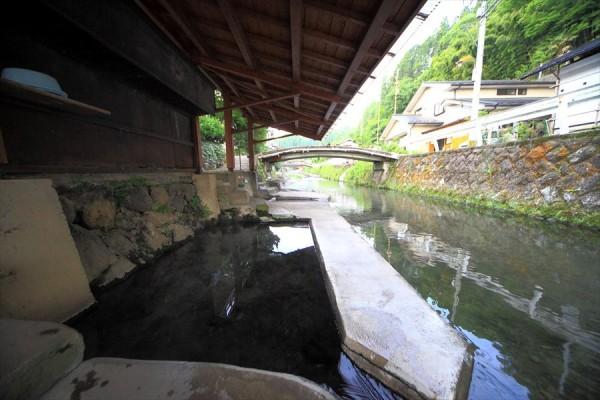 満願寺温泉 「川湯」